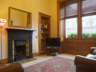 Cosy charming city flat, close to everything - Edinburgh vacation rentals