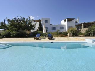 Comfortable 9 bedroom Antiparos Villa with Internet Access - Antiparos vacation rentals