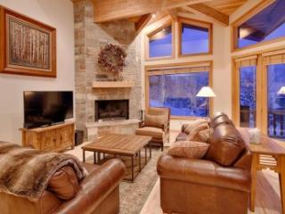 Classy 3 Bedroom with Mountain View in Deer Valley - Deer Valley vacation rentals