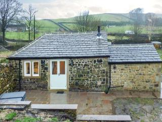 BECKSIDE COTTAGE, detached, all ground floor, woodburner, hot tub, in Skipton, Ref 906996 - West Yorkshire vacation rentals