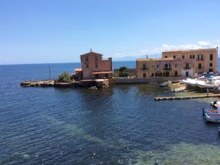 Casa chiara a 200 metri dalla spiaggia - Porticello vacation rentals