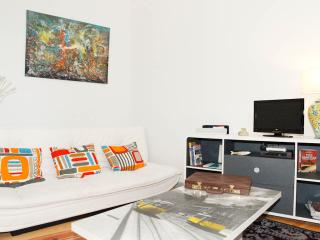 Beco das Flores, Typical Apartment - Lisbon vacation rentals