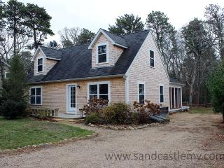 1693 - Enjoy the charm of a Vineyard cottage with all the amenities of today - Oak Bluffs vacation rentals