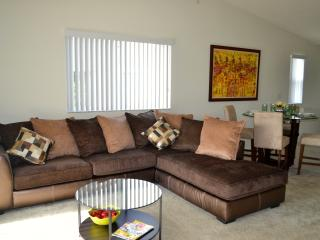Spacious 3 Bedr condo minutes from Sawgrass Mall - Plantation vacation rentals
