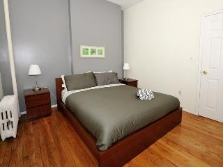 Cozy 1BR Apartment in the Heart of the UES - New York City vacation rentals