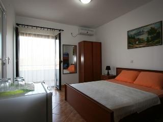 Apartments StellaMaris.Me Quad Room №1 - Donji Stoj vacation rentals