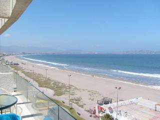 Bright 2 bedroom La Serena Condo with Internet Access - La Serena vacation rentals