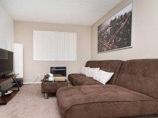 Downtown LA/K-town 1Bd Apt with Parking - Los Angeles vacation rentals