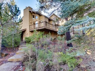 Stunning house w/ private hot tub, large deck & SHARC passes, near trails - Sunriver vacation rentals