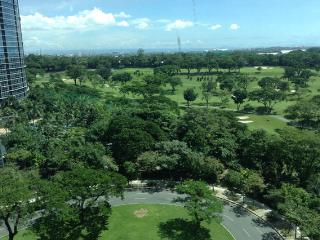 Golf and city views 2 bed - Avant@The Fort BGC - Taguig City vacation rentals