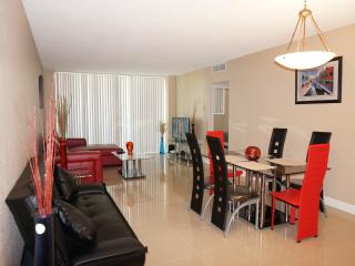 Perfect Condo with Internet Access and A/C - Hollywood vacation rentals