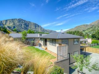 Redfern - Ski / Warmth / Relax - Queenstown vacation rentals