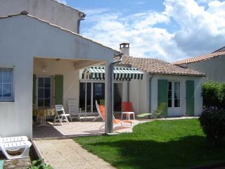 BELLE VILLA****TT DISPO WEEK-END PENTECOTE - Ile de Re vacation rentals