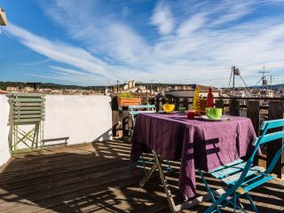 Romantic apartment with terrace on the roof - Aix-en-Provence vacation rentals