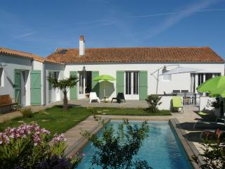 Villa Emeraude, au calme avec piscine chauffée - Saint Martin de Re vacation rentals