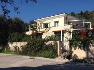 Sea-level Villa for 6 with garden in Loggos - Loggos vacation rentals