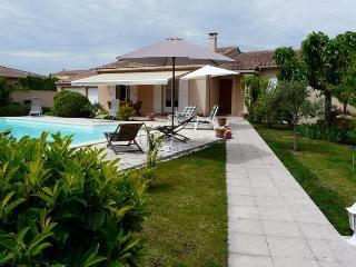 LS2-213 : AUCIPRES in Isle sur la Sorgue - L'Isle-sur-la-Sorgue vacation rentals