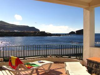 Oceanfront, Casa  Hortensias, max 2-5 - Mosteiros vacation rentals