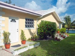3-bed Waterfront Home w Ocean Views 2 min to beach - Freeport vacation rentals