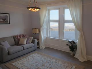 Comfortable 3 bedroom Condo in Oban with Internet Access - Oban vacation rentals