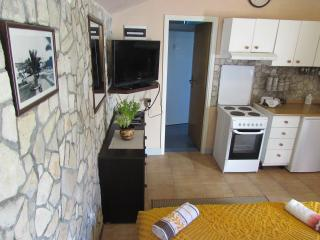 Charming 1 bedroom Vela Luka Condo with Internet Access - Vela Luka vacation rentals