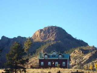 BELL ROCK RETREAT: PANORAMIC VIEW OF PIKES PEAK - Woodland Park vacation rentals