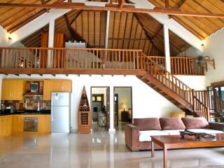 Beachfront, luxury 2 or 3 bedroom Villa - Gili Trawangan vacation rentals