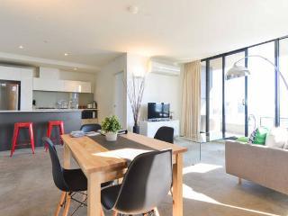 Spacious 2BR CBD Apartment + Seaview! - Melbourne vacation rentals