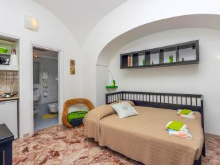 Cheap cosy apartment in Amalfi centre - Amalfi vacation rentals