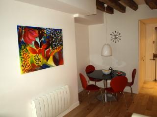 ParisApartment4U - Your Home Away From Home - Paris vacation rentals