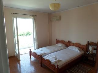 Apartment for 4 p near the center & 3 m from beach - Agios Gordios vacation rentals
