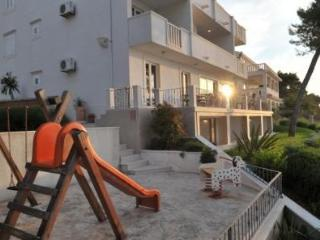 Charming Apartment with Internet Access and Dishwasher - Sutivan vacation rentals