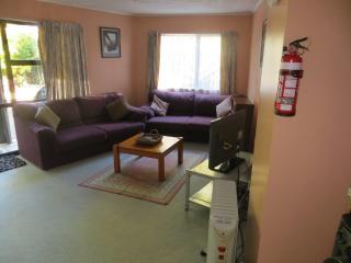 2 bedroom Apartment with Parking in Waikawa - Waikawa vacation rentals