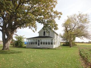 3 bedroom Cottage with A/C in Pelee Island - Pelee Island vacation rentals
