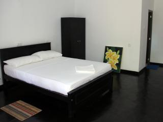 Comfortable 2 bedroom Habaraduwa Guest house with Deck - Habaraduwa vacation rentals