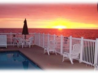 Ocean front pool, Private corner unit, Affordable - Kailua-Kona vacation rentals