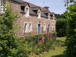 Nice Gite with Central Heating and Shared Outdoor Pool - Josselin vacation rentals