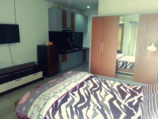 Cozy Comfy Tamansari Semanggi Apartment Jakarta - Jakarta vacation rentals