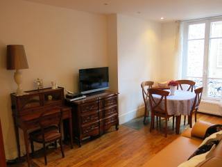 2 bedroom Apartment with Internet Access in Levallois-Perret - Levallois-Perret vacation rentals