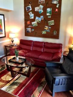 Comfortable leather sofa and recliner - Lakefront Townhouse  5 Star LOCATION - Orlando - rentals