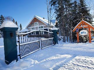 Chalet Charlevoix Quebec Luxury 4 Season Cottage - Charlevoix vacation rentals