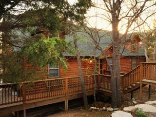 Log 3BR/BA Cabin: Indoor Pool, Hot tub, Fireplace! - Branson vacation rentals