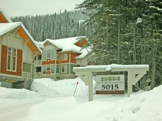Nice Condo with Deck and Satellite Or Cable TV - Sun Peaks vacation rentals