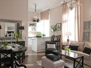 Fabulous Berlin, Three Bedroom, Two Bathroom Luxury Apartment, Sleeps 5 - Berlin vacation rentals