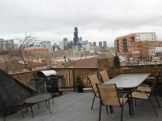 Best Deck in Town next to subway - Chicago vacation rentals