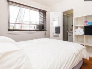 SLEEK 1BR & LOUNGE ON STKILDA BEACH, FREE WIFI - St Kilda vacation rentals
