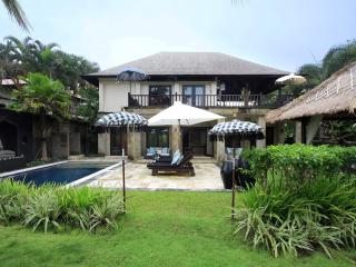 Comfortable 3 bedroom Villa in Tanah Lot with Television - Tanah Lot vacation rentals