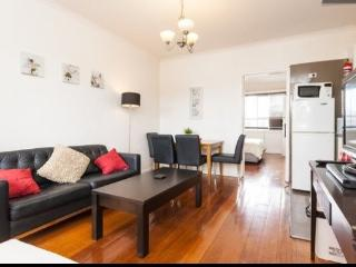 SLEEK 1BR & LOUNGE ON STKILDA BEACH, FREE WIFI - St Kilda vacation rentals