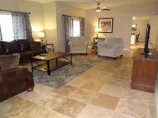 4-Bedroom House, 2.5 Baths, Sleeps 8. This ranch home is newly updated. - Tucson vacation rentals