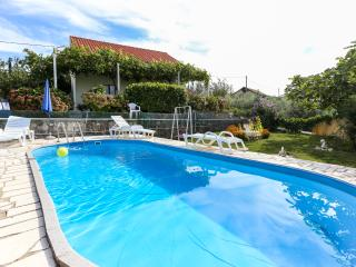 Apartments Desin -One-Bedroom Apartment with Terrace and Garden View - Molunat vacation rentals